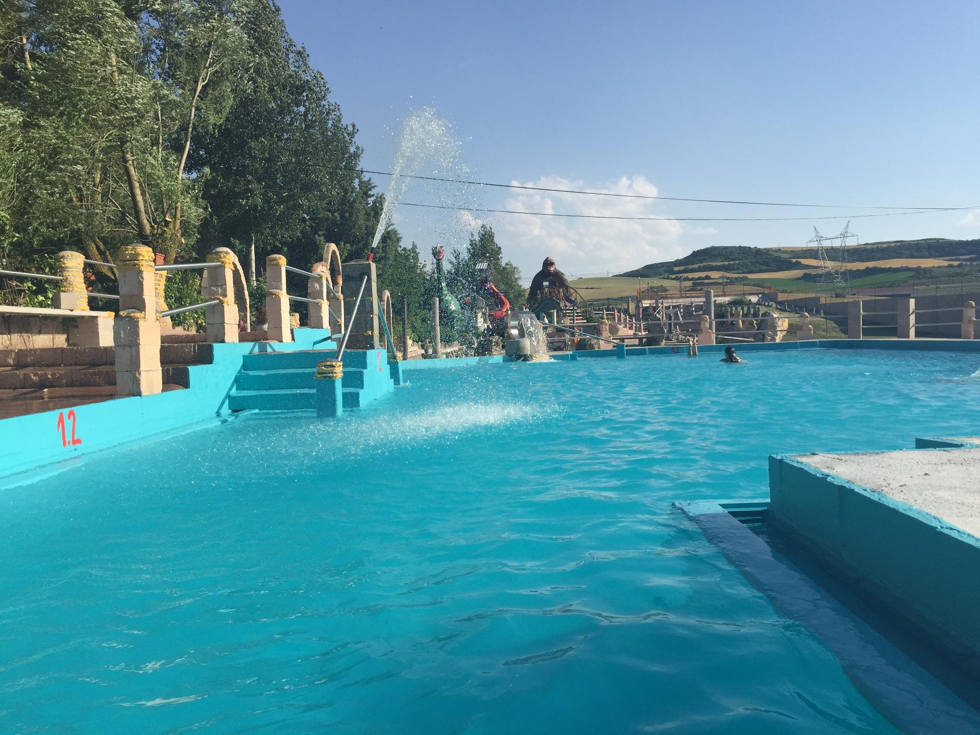 Piscinas camping motel piscinas municipales pic n for Piscina climatizada madrid
