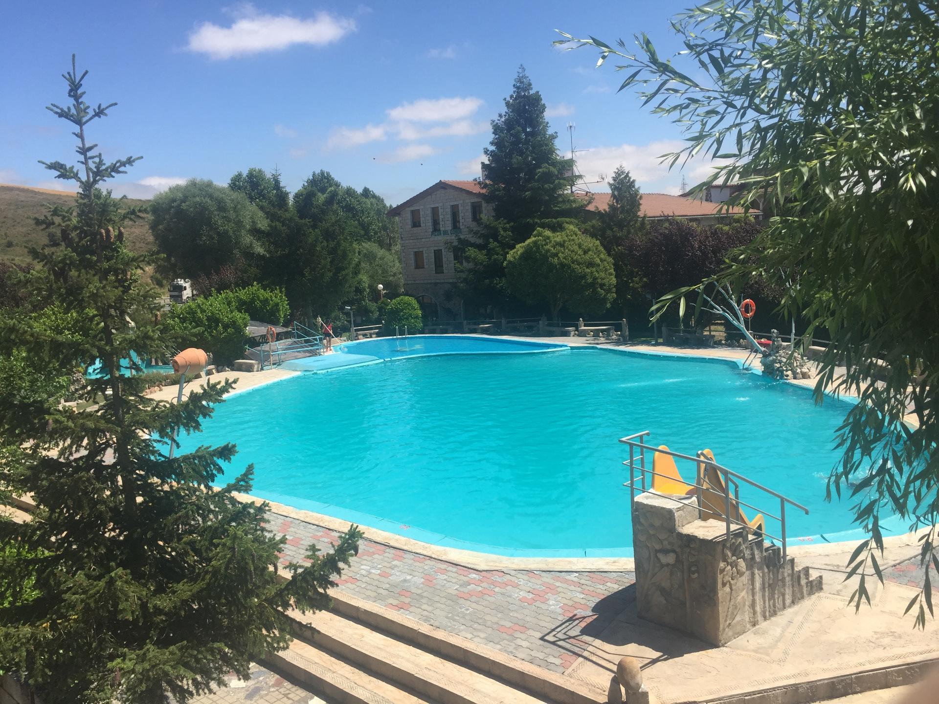 Piscinas piscina romana poliester piscinas las piscinas for Piscinas leon valencia don juan